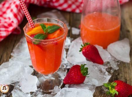 Aperitivo alla fragola – Cocktail per antipasti, ricetta anche Bimby