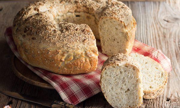 Ciambella di pane ai semi misti – Impasto con lievito madre o di birra, anche Bimby