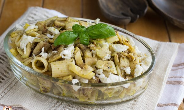 Pasta fredda con zucchine, pesto e mozzarella – Insalata fredda
