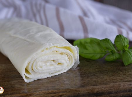 Rotolo di mozzarella fatto in casa – sfoglia da farcire, per antipasti o secondi piatti