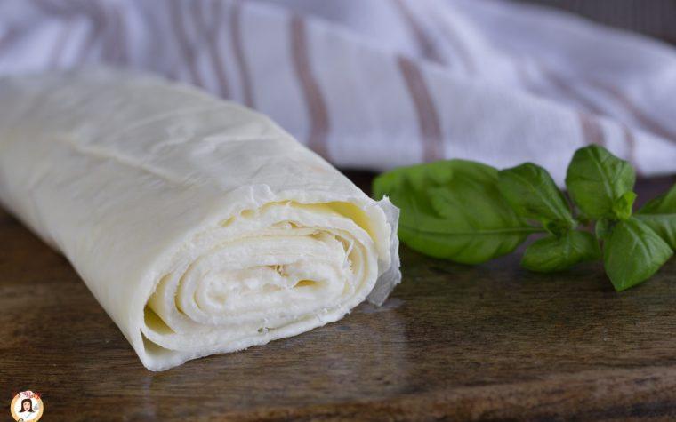 Rotolo di mozzarella fatto in casa - sfoglia da farcire, per antipasti o secondi piatti