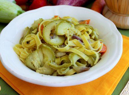 Tagliatelle all'ortolana – Pasta con verdure (zucchine, melanzane, peperoni, carote)