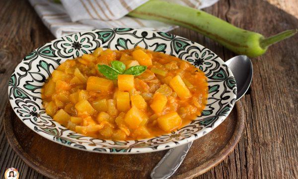 Zucchina lunga con patate e pomodoro – Minestra Siciliana anche con la pasta