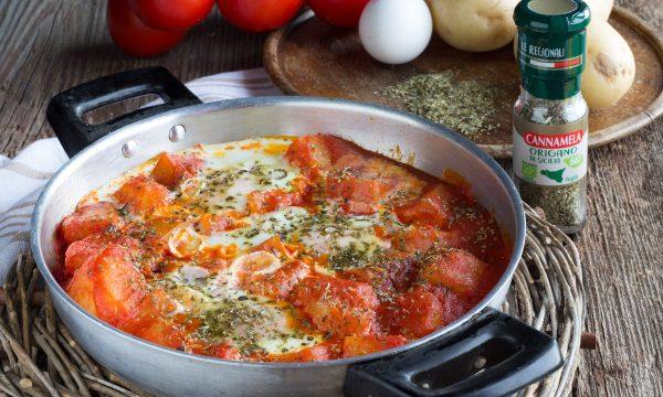 Uova con patate e pomodoro – Secondo piatto in padella