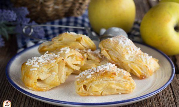 Fagottini di sfoglia ripieni di mele e crema