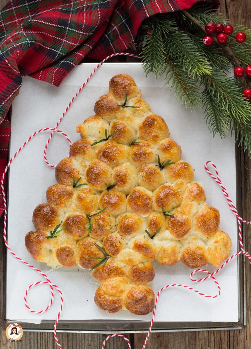 Antipasti Di Natale 2020 Giallo Zafferano.Antipasto Albero Di Natale Con Mozzarelline E Impasto Pizza