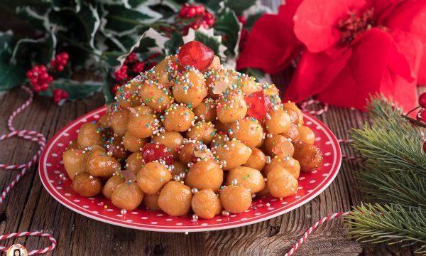 Pignolata Siciliana al miele – Dolce di Natale o Carnevale