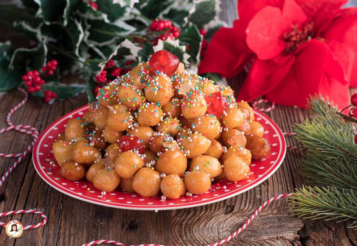 Dolci Siciliani Di Natale.Pignolata Siciliana Dolce Natalizio Al Miele Tipo Struffoli