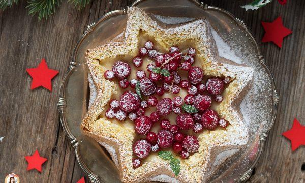 Torta Stella di pandoro ripiena di crema e frutta