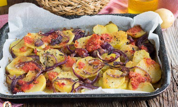 Patate a Sfincione – Contorno Siciliano cotto al forno