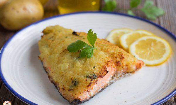 Salmone in crosta di patate grattugiate – Secondo piatto facile