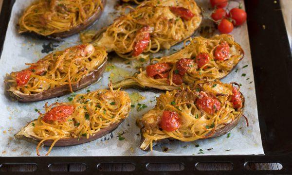 Melanzane ripiene di spaghetti – A Barchetta cotte al forno