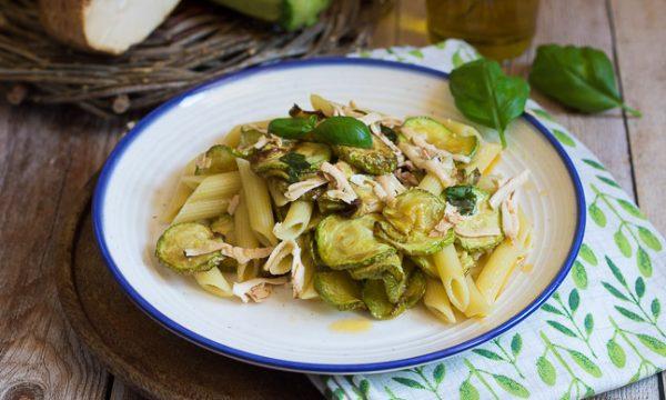 Pasta e zucchine alla Siciliana – con ricotta salata