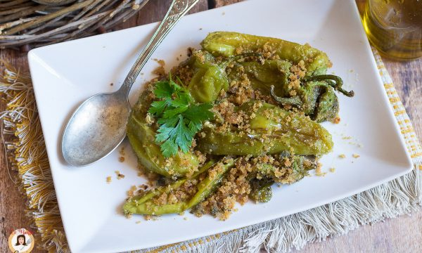 Friggitelli ammollicati – Peperoni cotti in padella con pangrattato