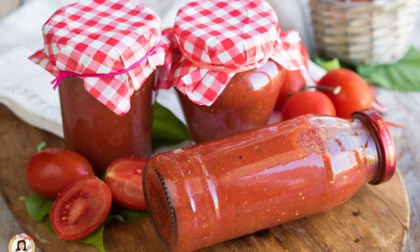 Passata di pomodoro condita – Conserva con sedano, carota e cipolla
