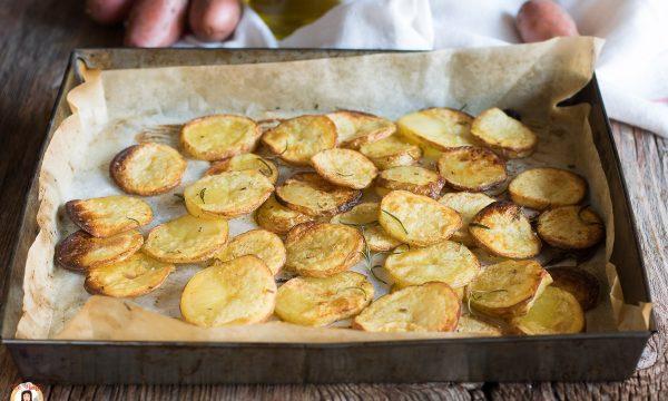 Patate al forno croccanti a fette – Con la buccia