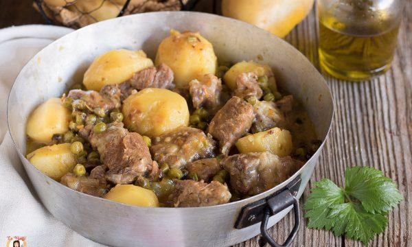 Spezzatino in bianco con patate e piselli – Ricetta senza pomodoro