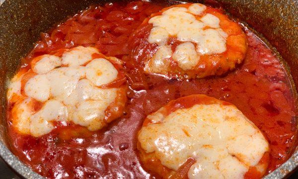 HAMBURGER ALLA PIZZAIOLA – Cotto in padella con pomodoro e formaggio