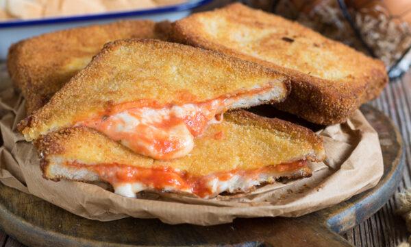 PIZZA IN CARROZZA – Mozzarella in carrozza con pomodoro