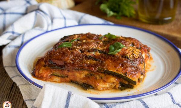 PARMIGIANA DI ZUCCHINE – con pomodoro, cotta al forno