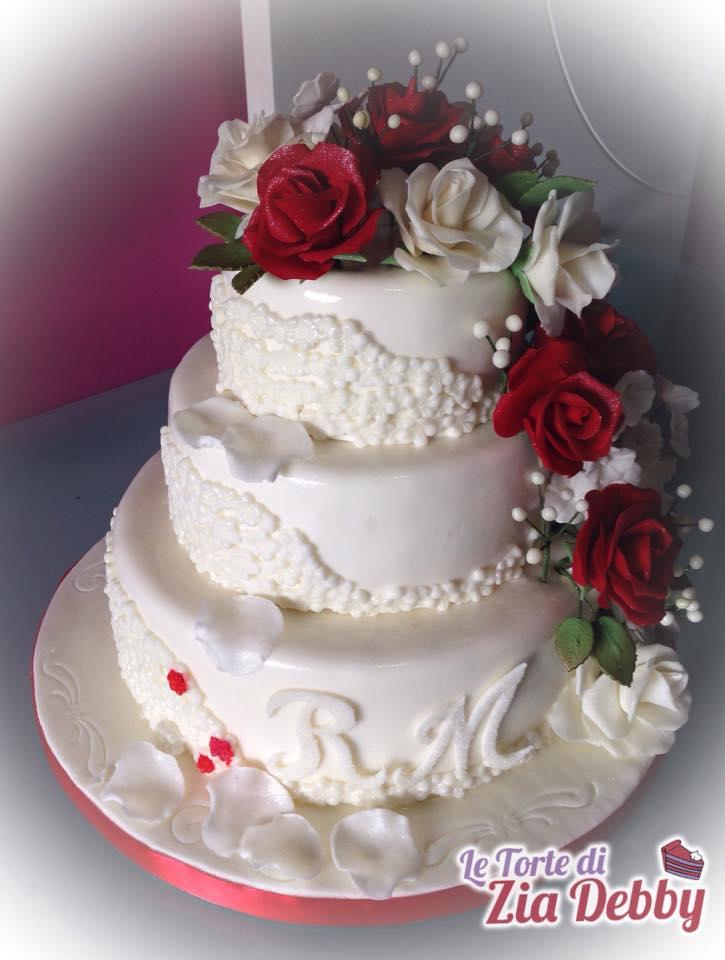 Wedding cake con rose rosse e bianche le torte di zia debby for Foto di rose bellissime