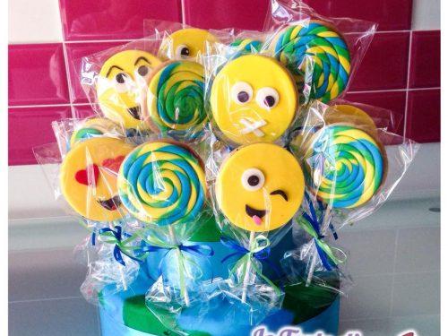 """Biscotti decorati e cupcake tema """"smile"""""""