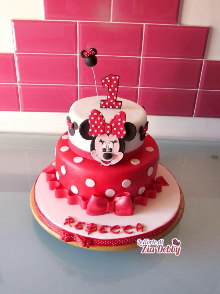torta di compleanno con minnie per un compleanno elegante. Black Bedroom Furniture Sets. Home Design Ideas