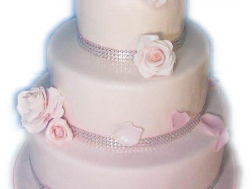 Torta in pasta di zucchero tre piani con rose rosa