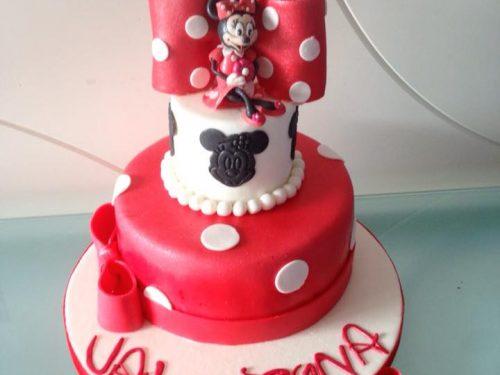 Torta di compleanno in pasta di zucchero con Minnie