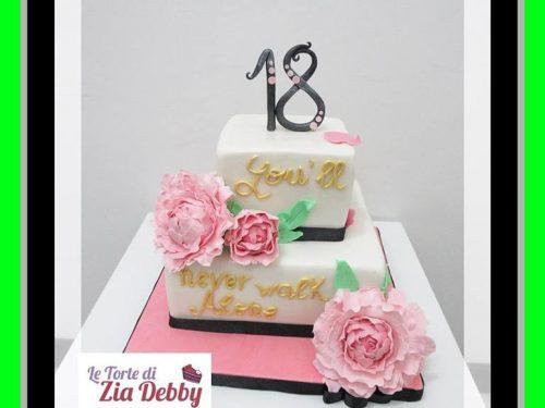 Torta decorata  per diciottesimo compleanno con peonia