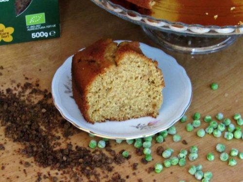Ciambella con farina di piselli e zucchero di cocco