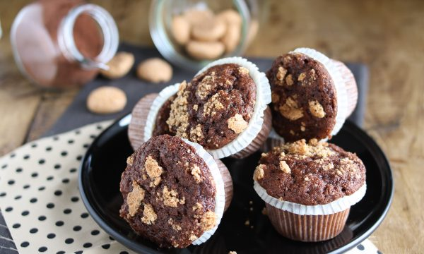 Muffin al cacao e amaretti