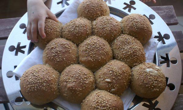 Panini con farina integrale e semi di girasole