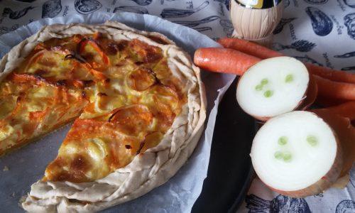 Torta salata alle cipolle e carote