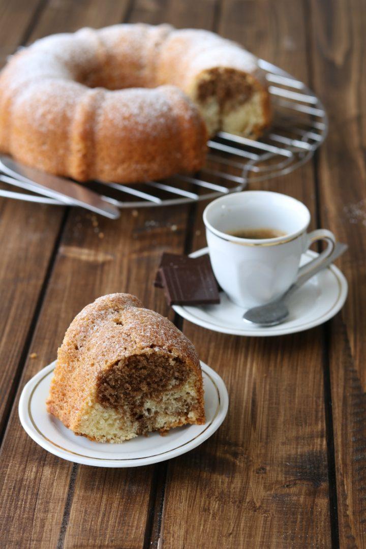 Ciambella variegata al caffè e cioccolato