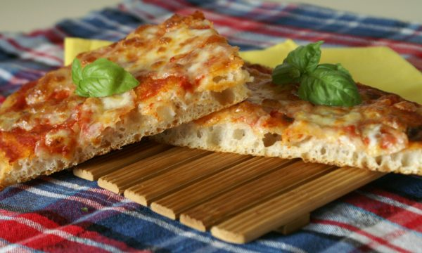 Pizza in teglia con sosta frigo a lenta lievitazione