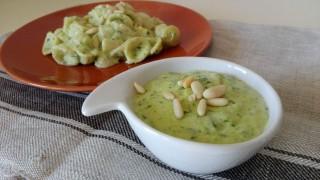 Pasta con crema di zucchine e pinoli