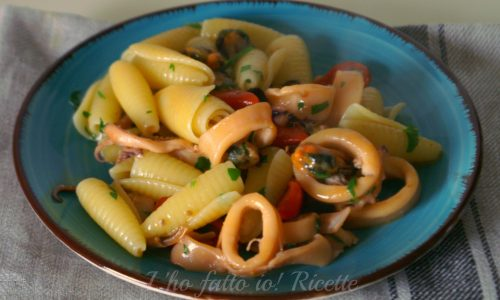 Pasta con calamari e cozze