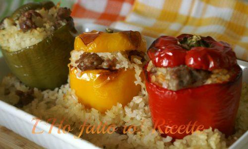 Peperoni ripieni di riso e salsiccia al forno
