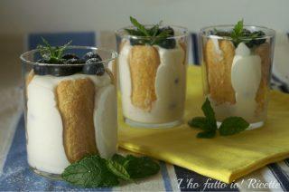 Coppette alla vaniglia e mirtilli
