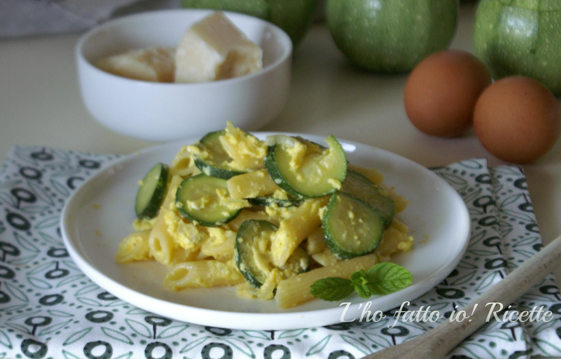 Penne rigate con uova e zucchine