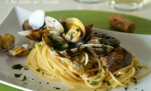 Spaghetti con le vongole in bianco