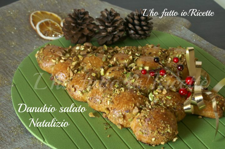 Buffet Natalizio Salato : Danubio salato di natale farcito e con granella di pistacchil ho