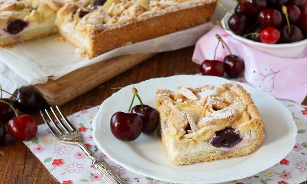 Torta con ricotta mascarpone e ciliegie