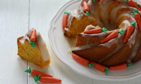 Ciambellone alle carote con glassa all'acqua