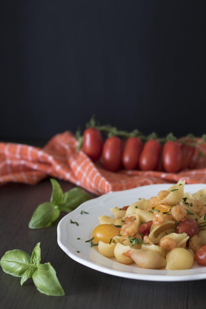pasta con pomodorini e gamberetti