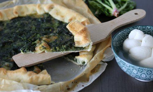 Torta salata semplice con spinaci e mozzarella
