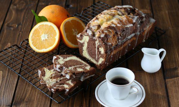 Torta marmorizzata arancia e cacao