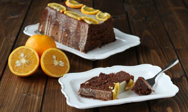 Torta tartufata al cioccolato e glassa all'arancia