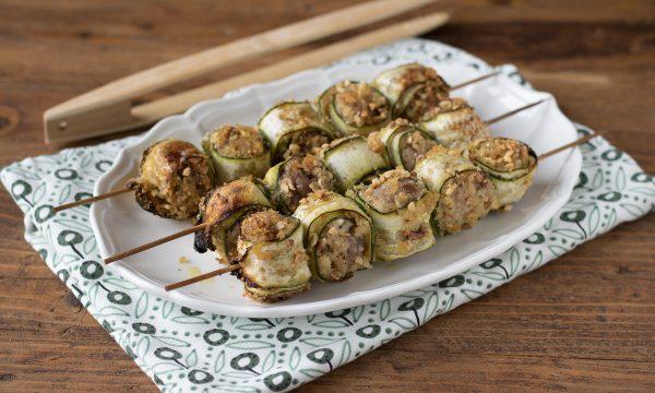 Ricetta spiedini con salsiccia e zucchine